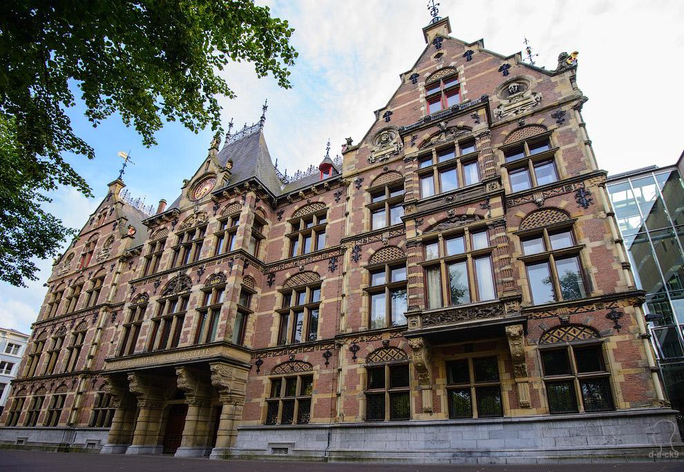 Здание нижней палаты Нидерландского парламента