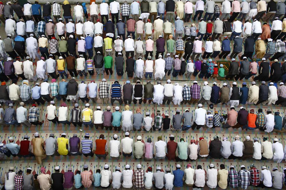 По официальным данным, 80.6 % населения исповедуют индуизм