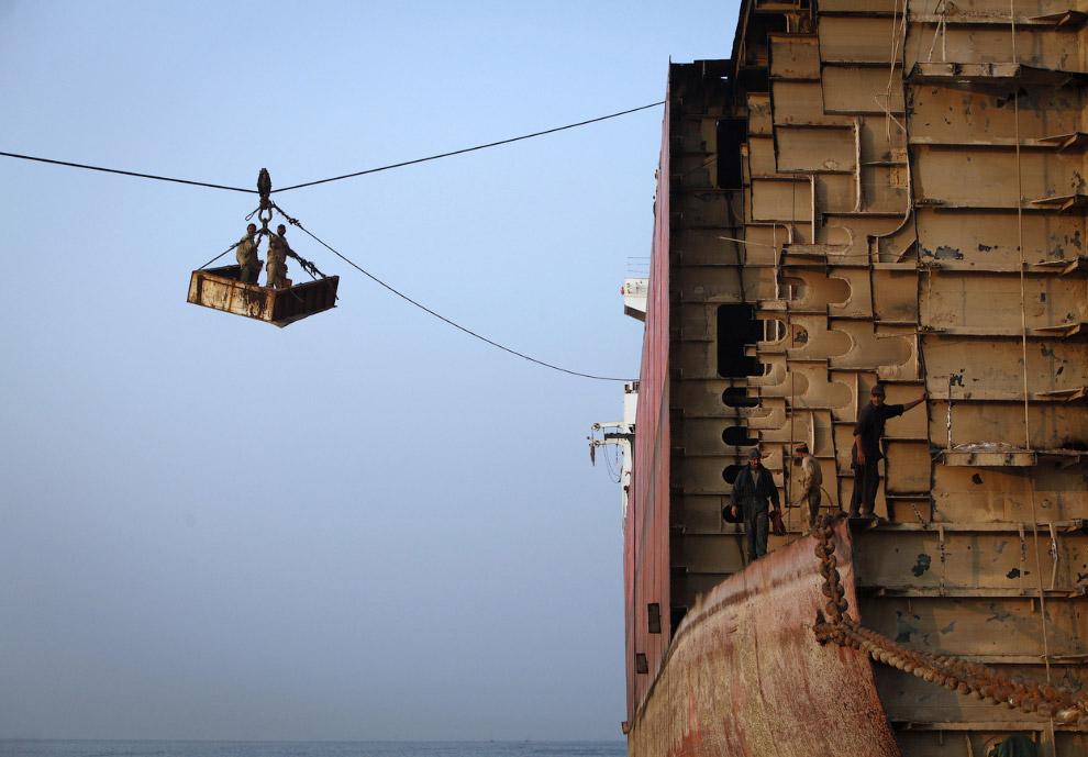 Вагонетка, используемая для спуска частей корабля на берег