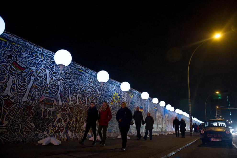 Сегодня остатки стены — часть своеобразной инсталляции, современного искусства