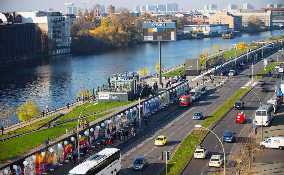 Светящаяся «Берлинская стена»