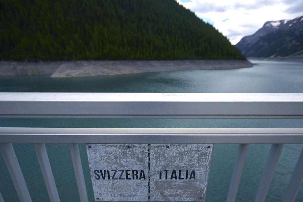 Граница между Италией и Швейцарией в Цернеце
