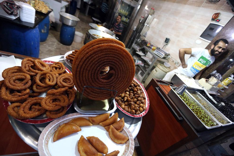 Продавец сладостей в Алеппо