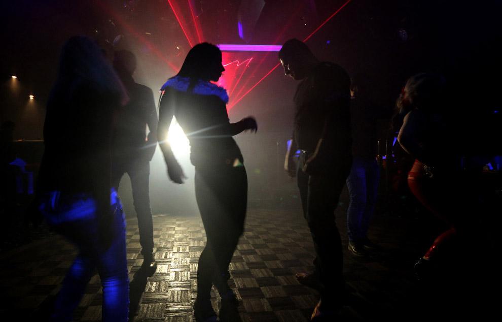 В ночном клубе