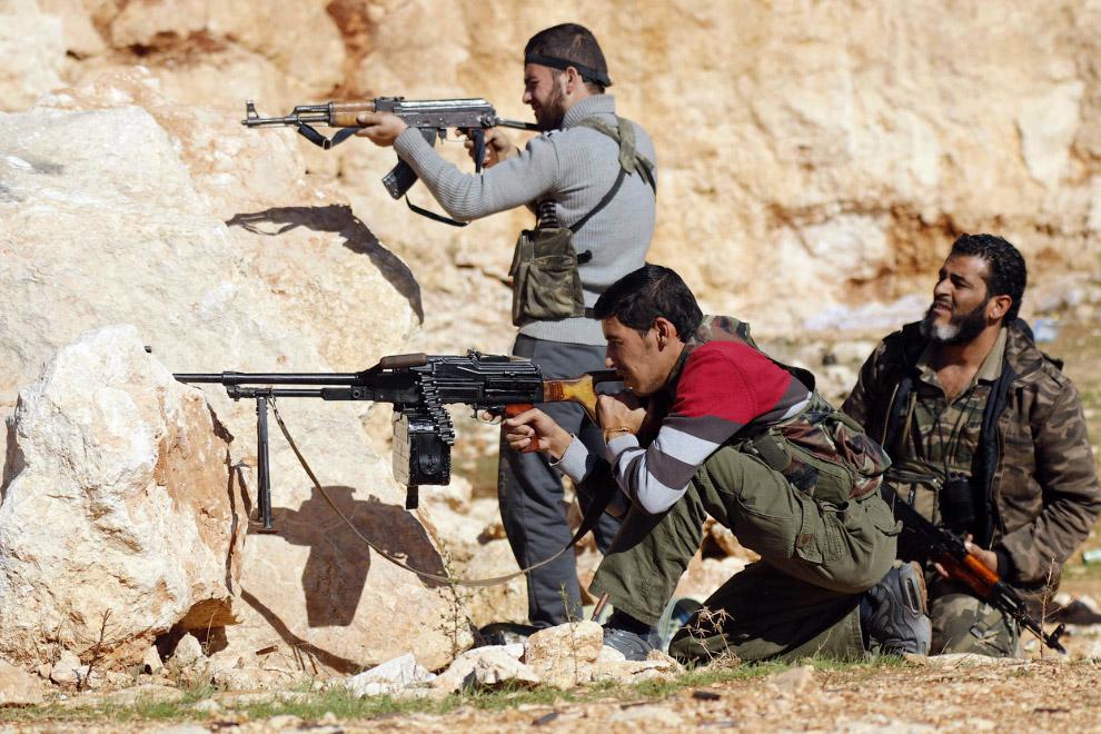 Боевики против сил президента Сирии Башара аль-Асада к северу от Алеппо