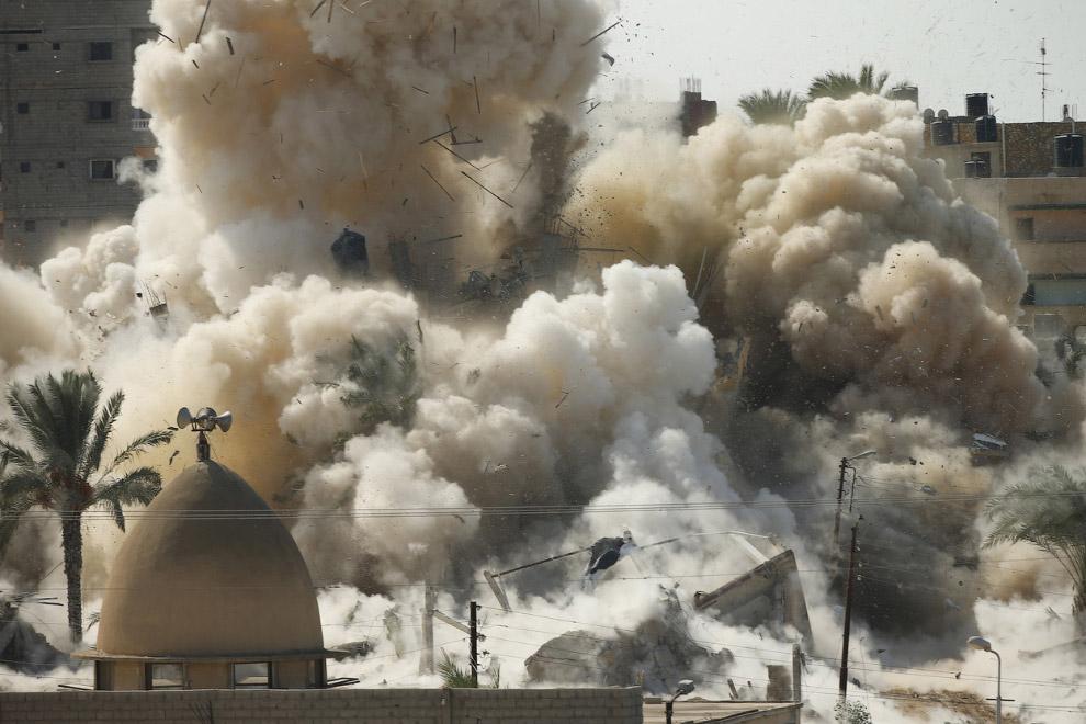 Взрыв дома во время операции египетских сил безопасности в египетском городе Рафах, недалеко от границы с южной частью сектора Газа