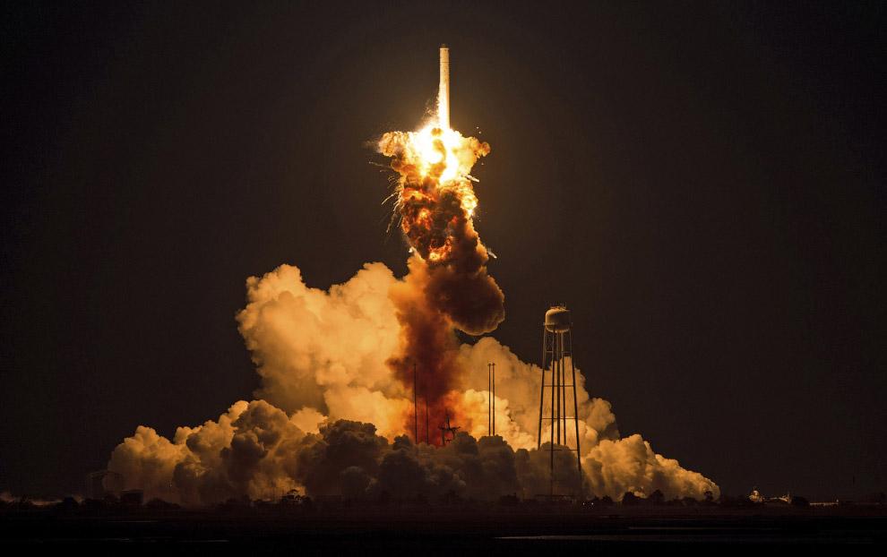 Взорвалась ракета-носитель Antares