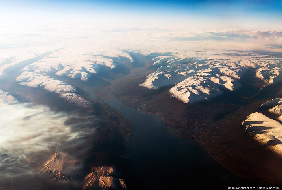 Морской залив Эйя-фьорд с небольшим городком Акюрейри в северной части Исландии.
