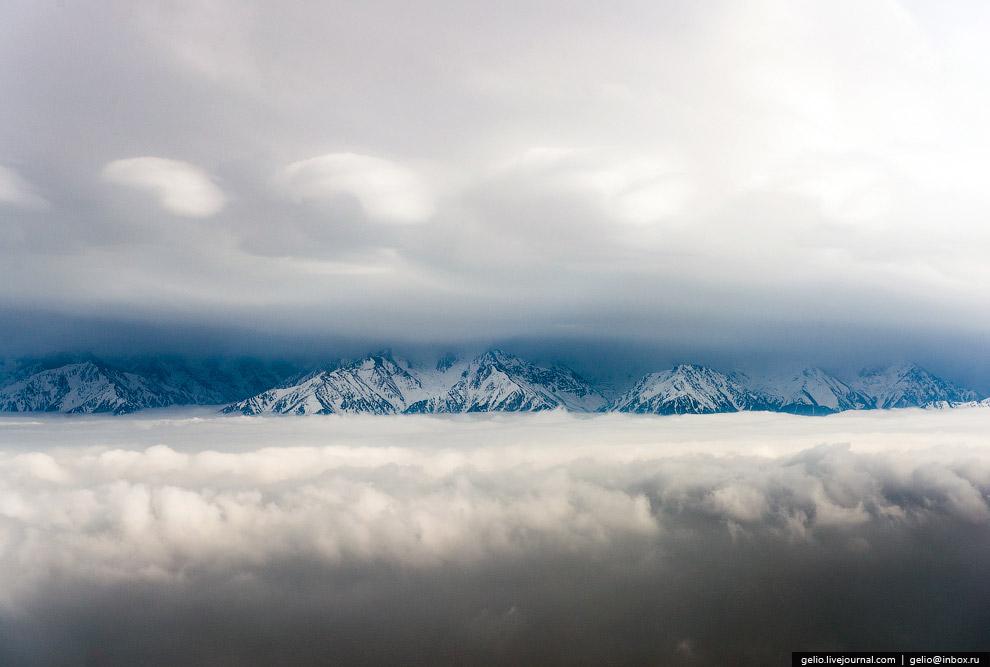 Горы на взлете из Алматы