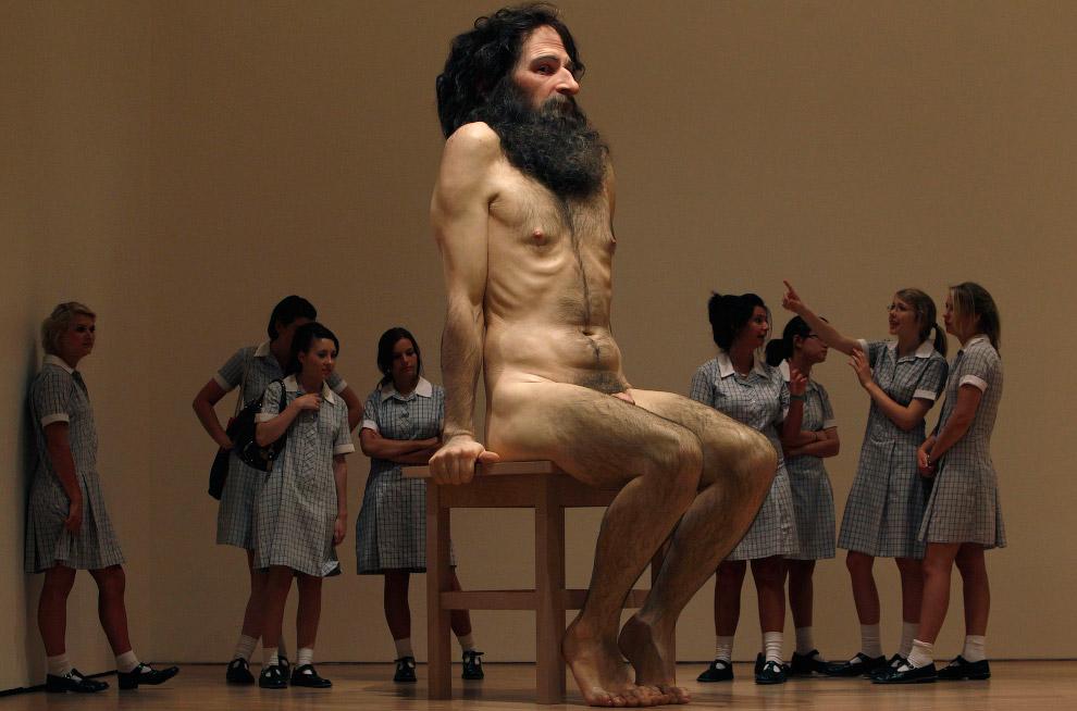 Гиперреалистичная скульптура «Дикий человек»
