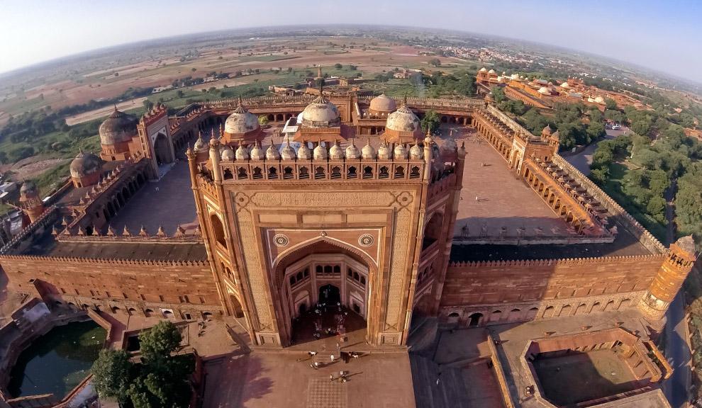С 1986 года древний город Фатехпур-Сикри в Индии