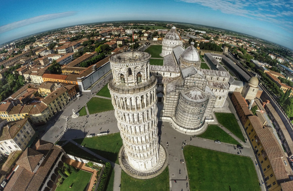 Новый взгляд на Пизанскую башню, Италия