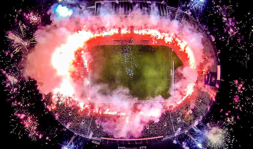Фейерверк на футбольном матче в Болгарии