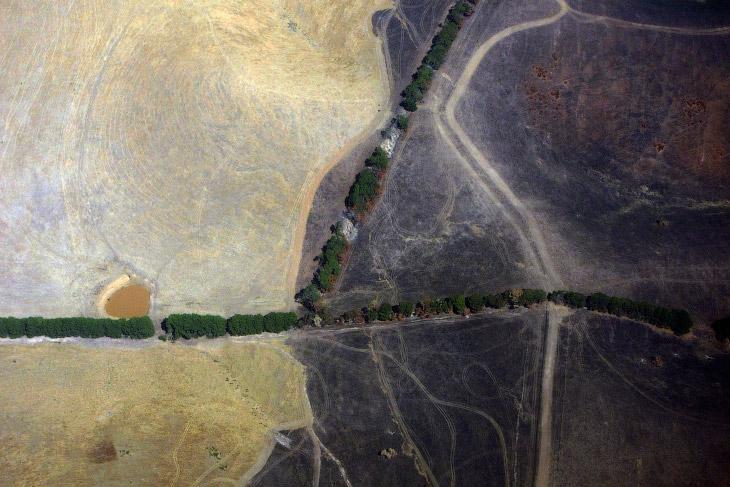 Небольшой водоем в поле рядом с Мельбурном