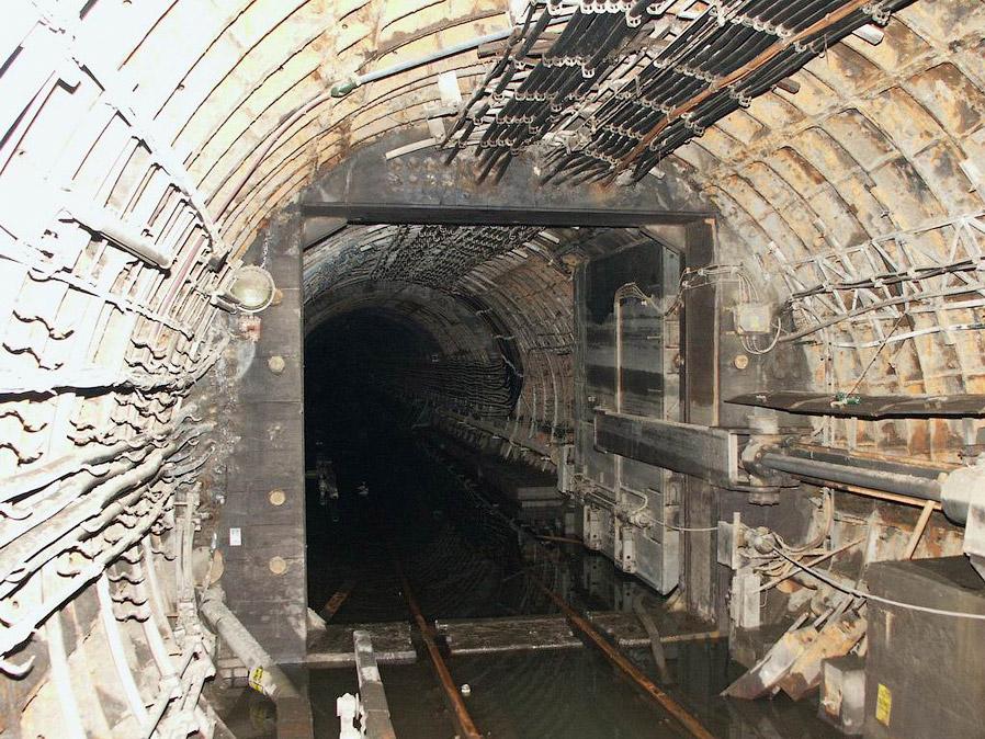 Тоннели пражского метро после откачки воды