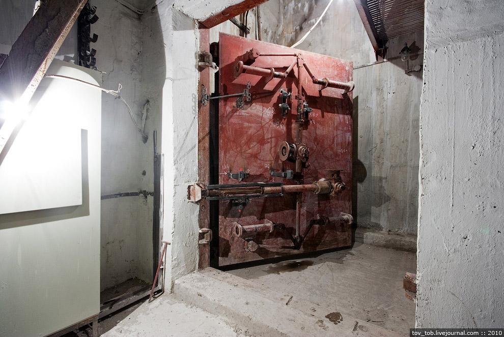 Затвор в процессе монтажа в вентузле между «Лыбедской» и «Демиевской»