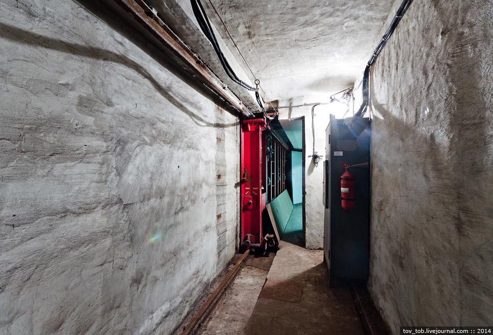 Комнатка, в которой живет затвор в открытом состоянии
