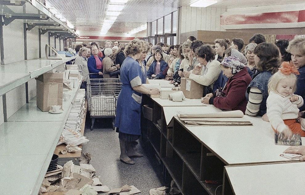 Главная проблема советской экономики — хронический товарный дефицит