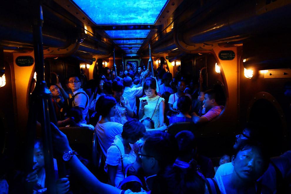 Свет в темноте, метро в Гонконге
