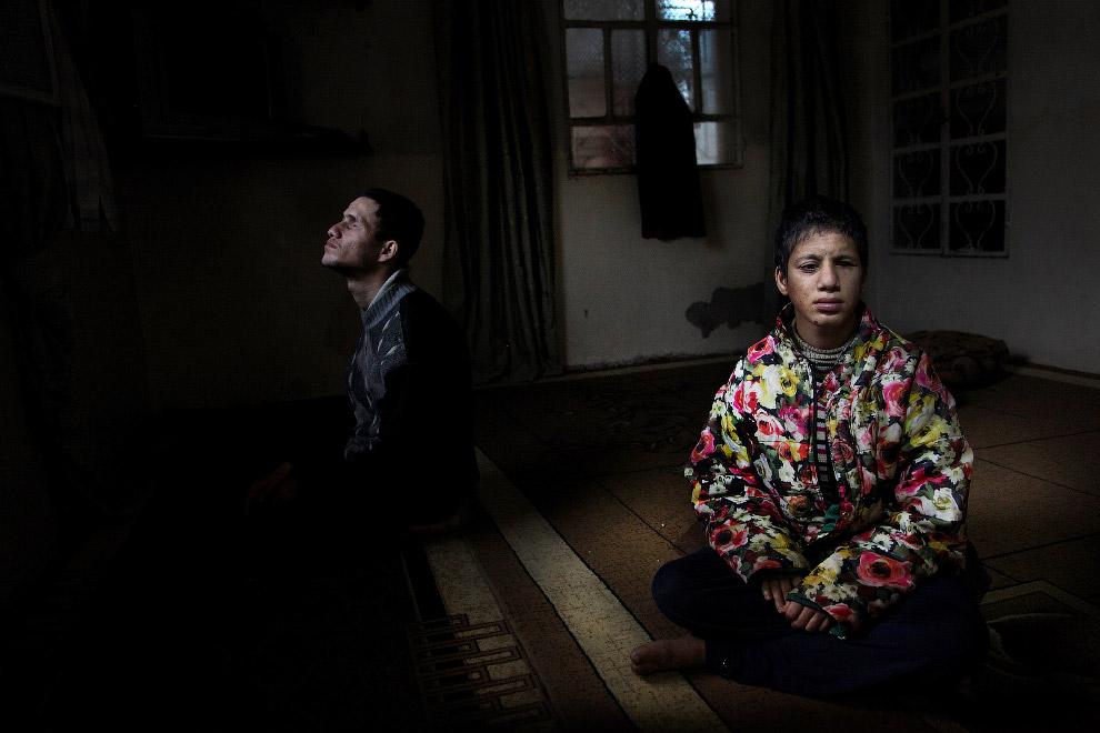 Люди, живущие в темноте из-за войны в Сирии