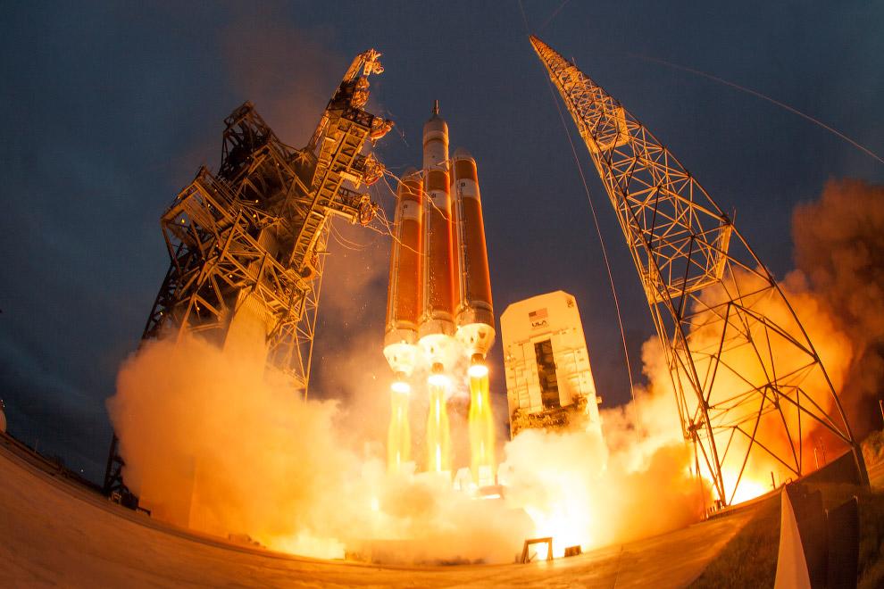 Старт космического корабля Орион