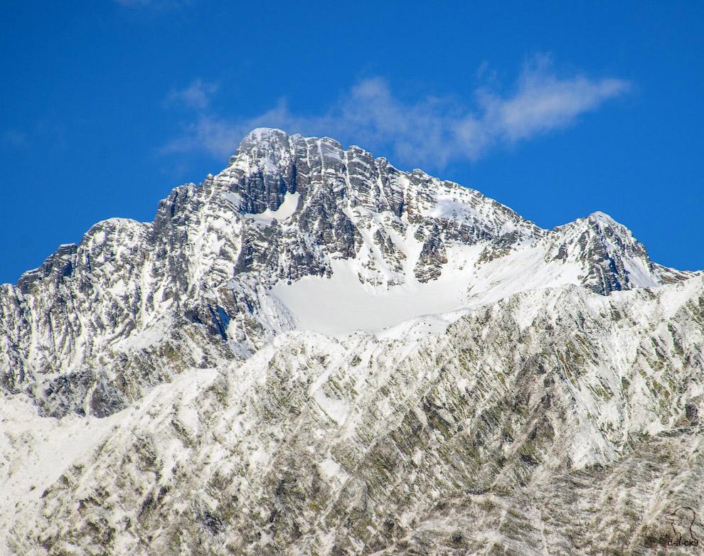 К вершине Чугуша проложены альпинистские маршруты 2-А—2-Б категории сложности