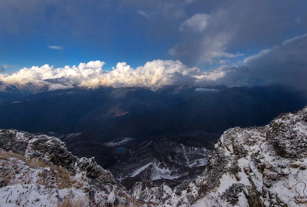 Вершины Кавказского хребта заволокло тучами