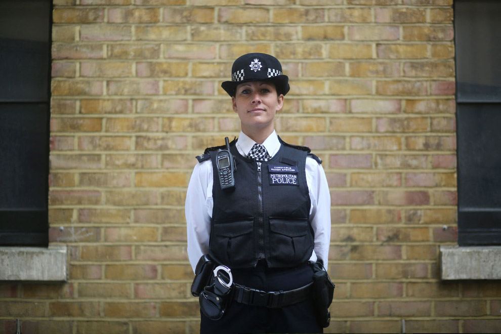 police constable What does a police constable do to put it simply, police officers maintain law and order: protect members of the public and their property and prevent, detect and investigate crime but of course, it's a much more co.