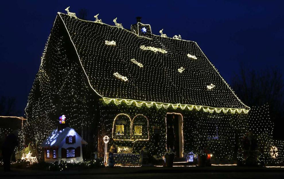 Хозяин этого дома в немецком городе Штольберг не пожалел лампочек для украшения