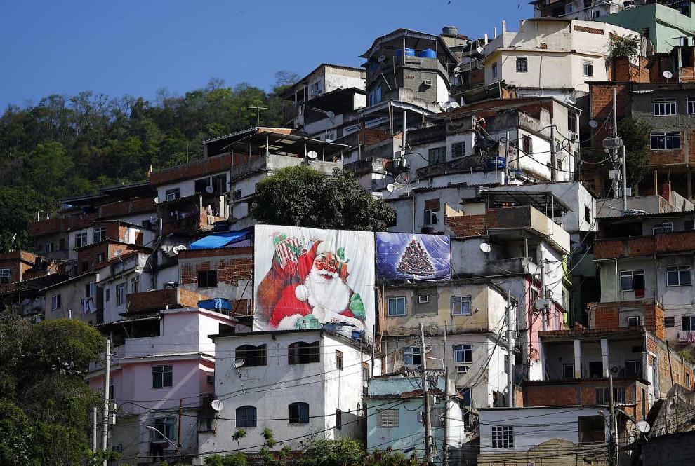 Приближение Нового года чувствуется даже в фавелах в Рио-де-Жанейро