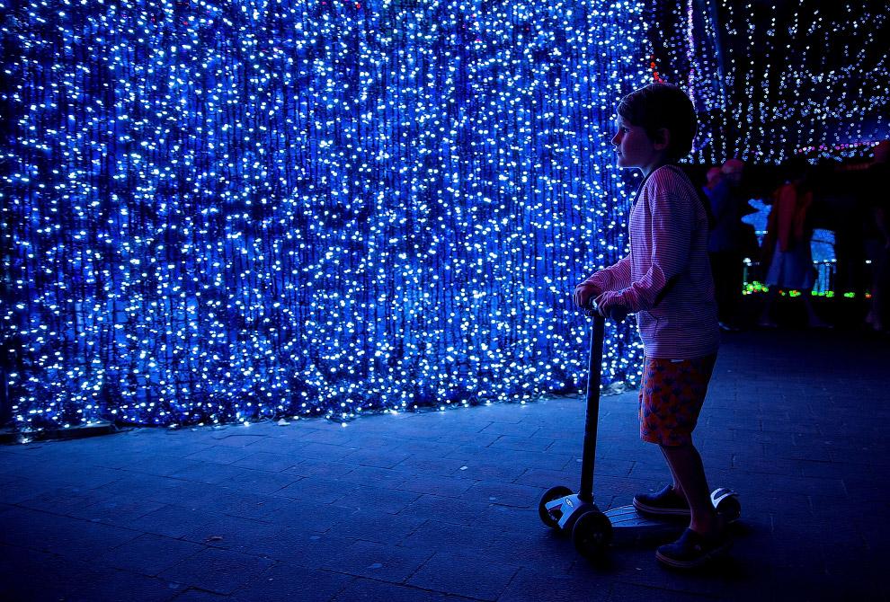 Стена. Около миллиона LED-огоньков в городе Канберра, Австралия
