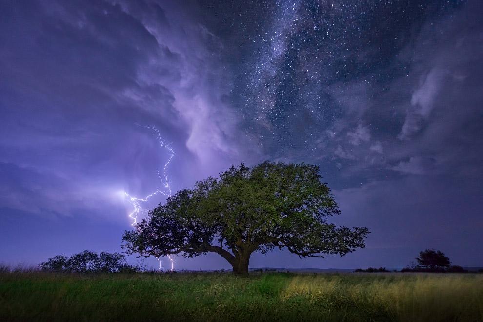 Облака, молнии и Млечный Путь