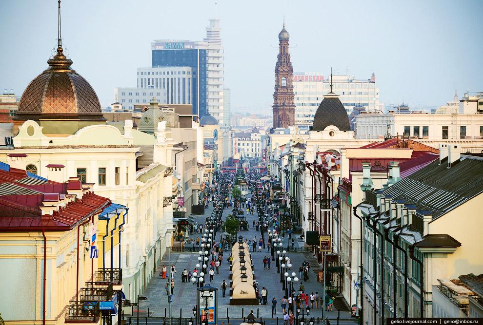 Улица Баумана — пешеходная улица в историческом центре Казани.