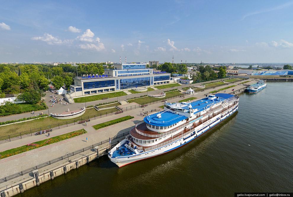 Казань является одним из крупнейших портов на реке Волге