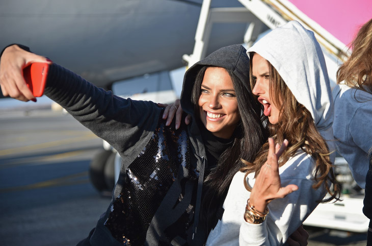 Бразильские супермодели Адриана Лима (33 года) и Алессандра Амбросио (33 года)
