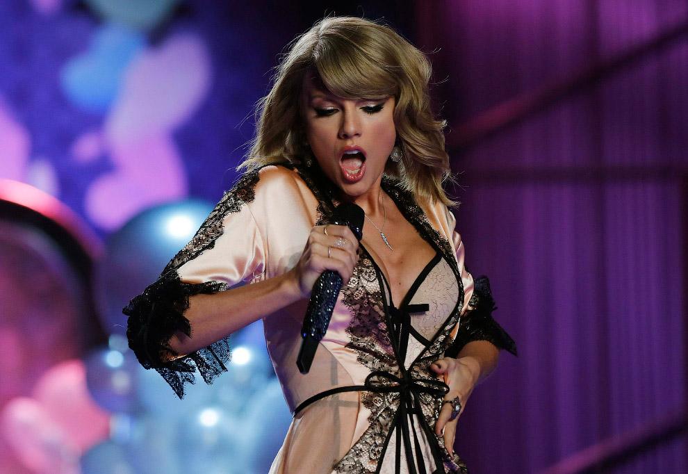Выступление американской кантри-поп исполнительницы Тейлор Элисон Свифт