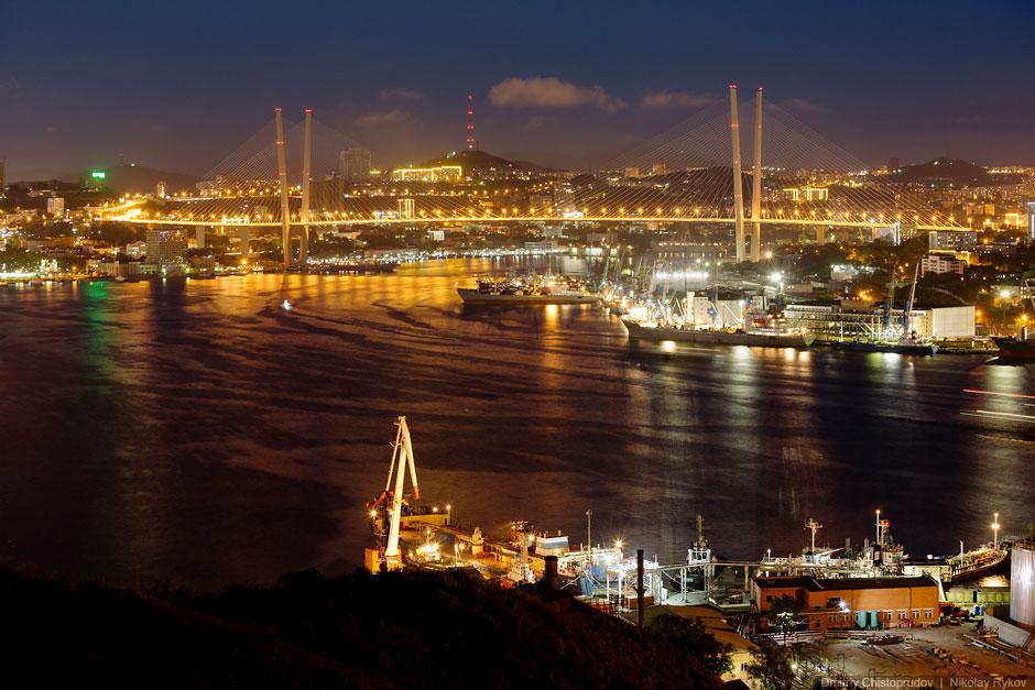 Вид на бухту Золотой Рог с Крестовой горы
