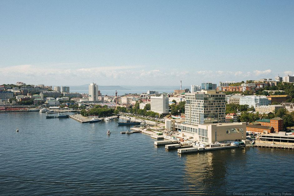 Вид на отель с простым названием «Хаятт Ридженси Владивосток-Золотой Рог»