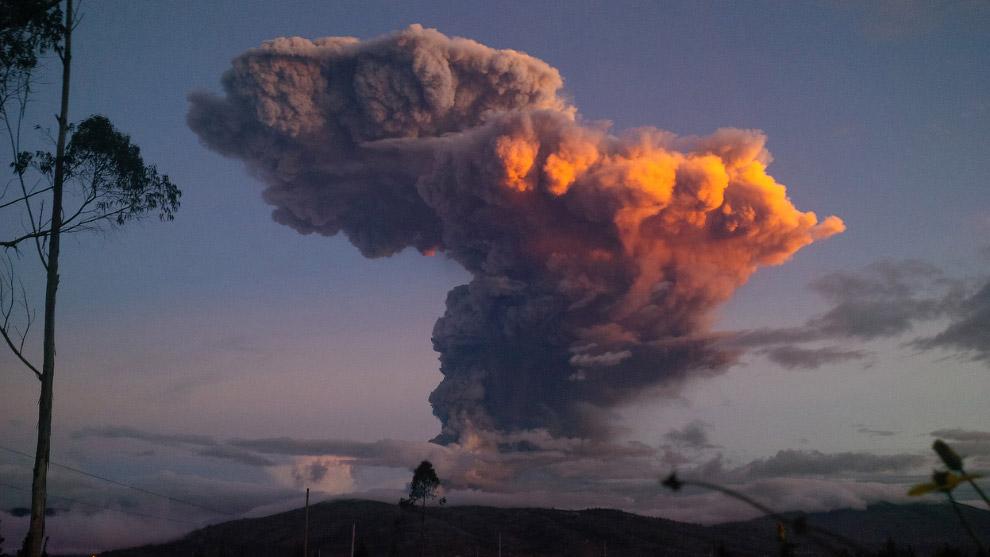 Извержение вулкана Тунгурауа в Эквадорских Андах продолжается