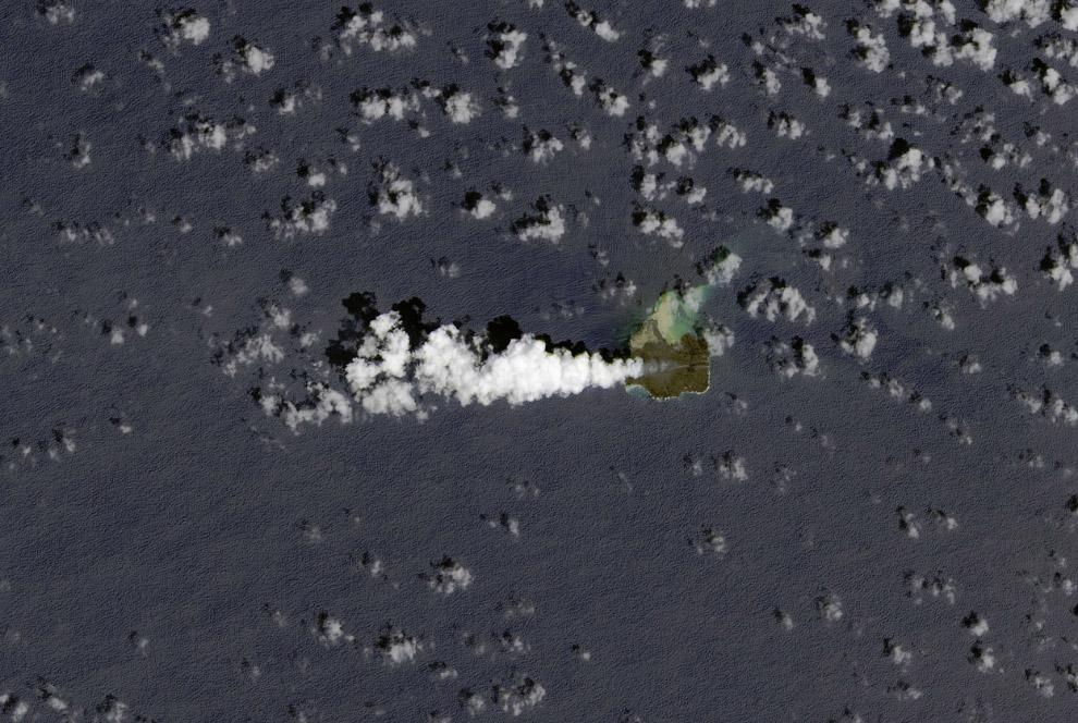 Подводное извержение неподалеку от Японского Острова Нишино-Шима
