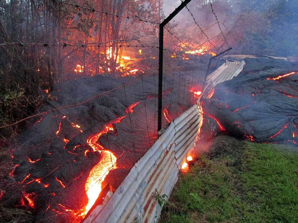31 октября лава из вулкана Килауэа продолжила свое путешествие по Гавайям