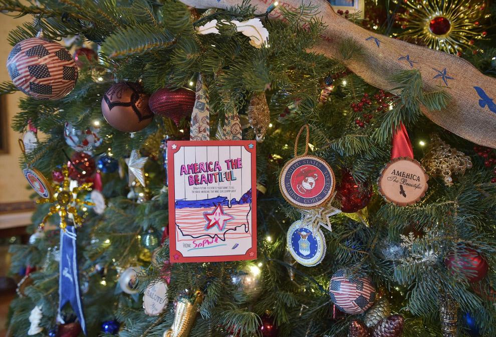 Новогодние украшения в Голубой комнате Белого дома