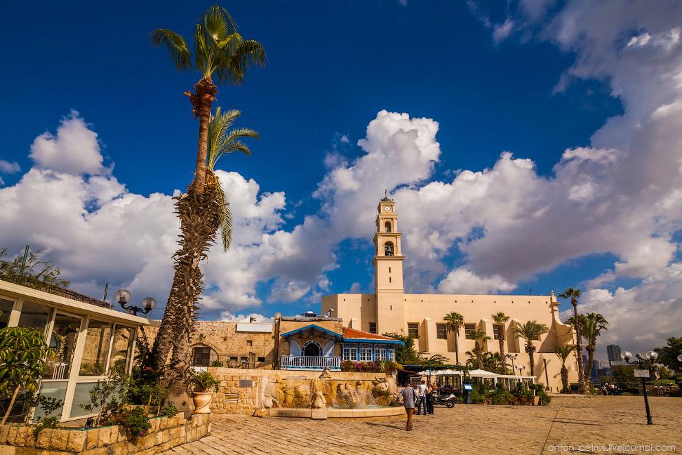 Центральная площадь Яффо и церковь Святого Петра