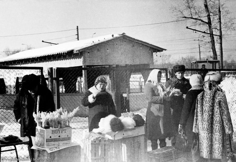 Колхозный рынок у метро Щукинская