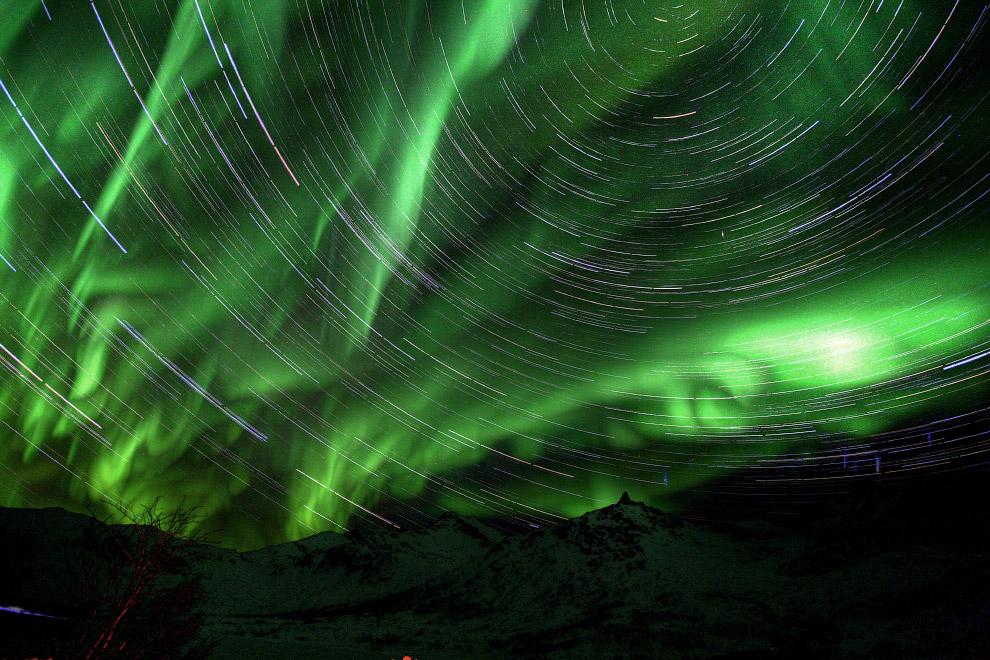 Северное сияние и звездные треки в Норвегии