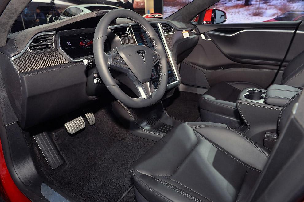 Полноприводная Tesla Model S P85D