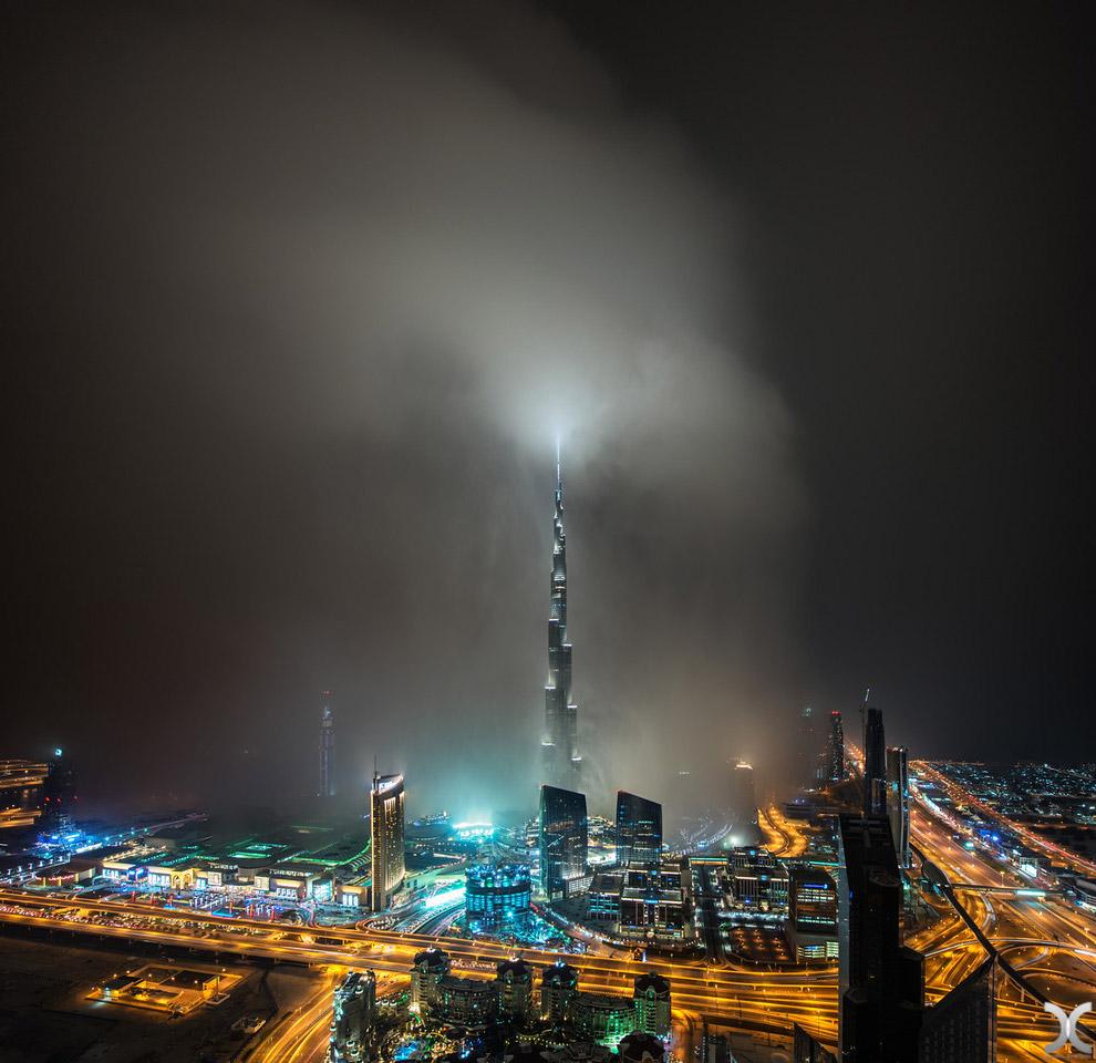 O mais alto arranha-céu do mundo, flutuando nas nuvens