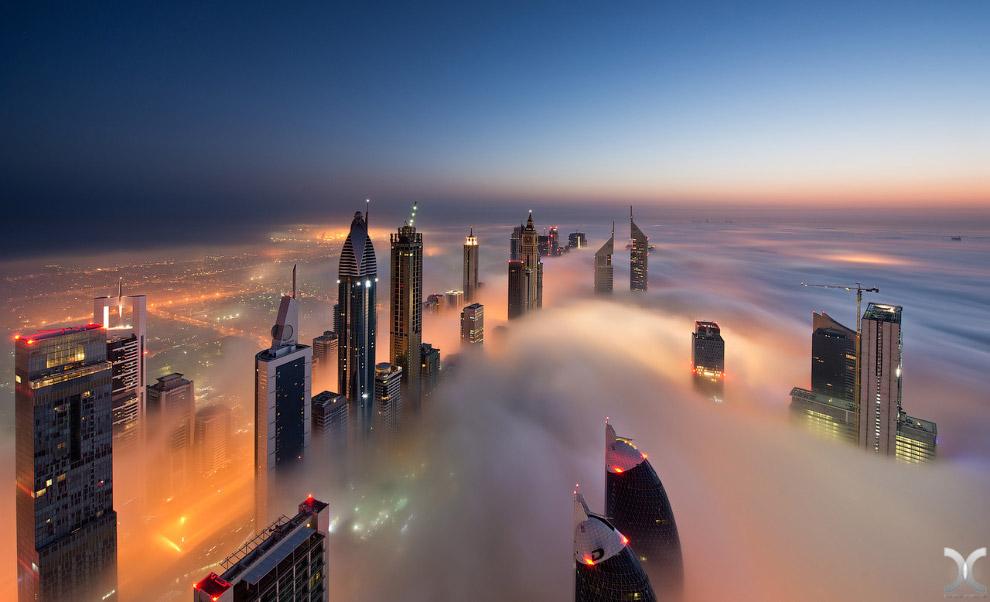 Самый высокий небоскреб в мире, плывущий в облаках