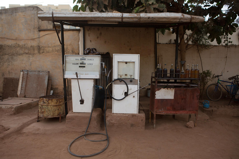 Экстравагантная автозаправочная станция в Бамако, Мали