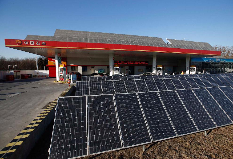 Заправна станція з сонячними батареями в Ічжуане, Пекін